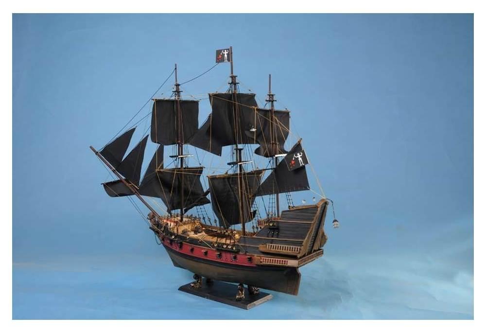 Blackbeard S Queen Anne S Revenge Limited Model Pirate Ship