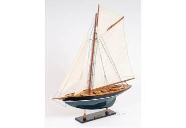 Penduick Wooden Famous Sailboat Racer Model