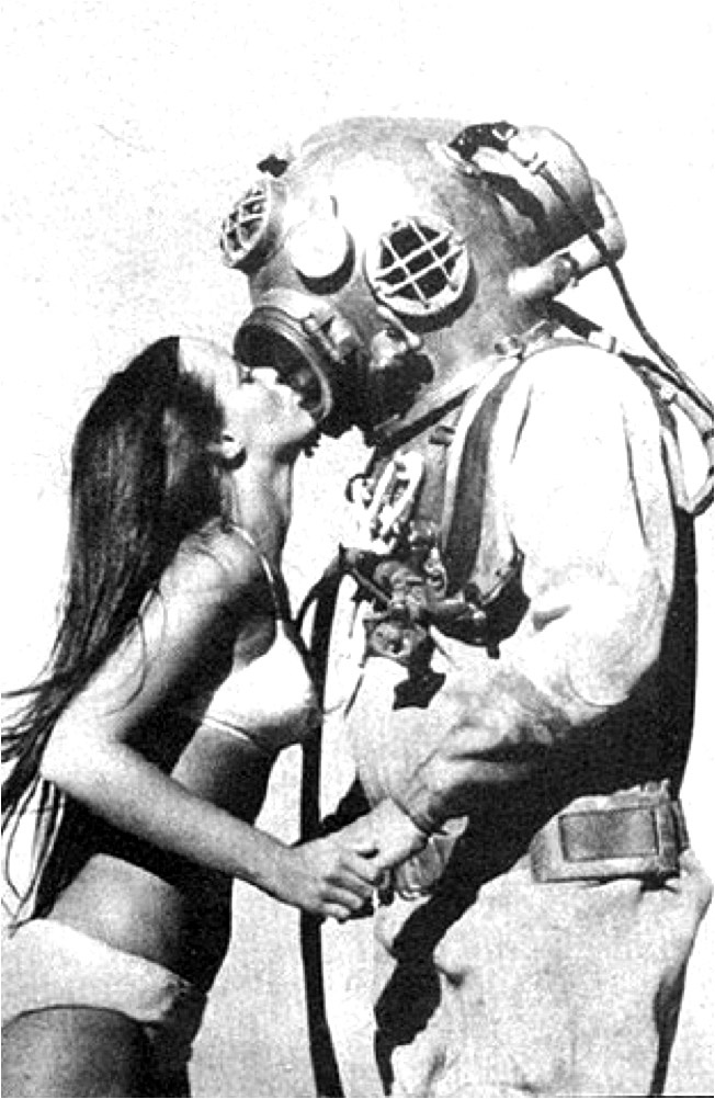 diver kissing